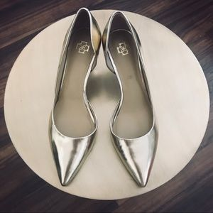 """Gold pumps with perfect 2 1/2"""" heels"""